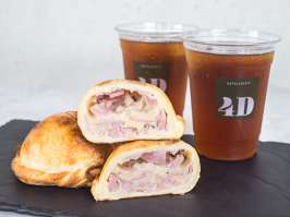 2 Empanadas mixtas + 2 Iced Coffee