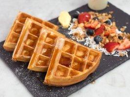 Waffles Clásicos con Frutos Rojos